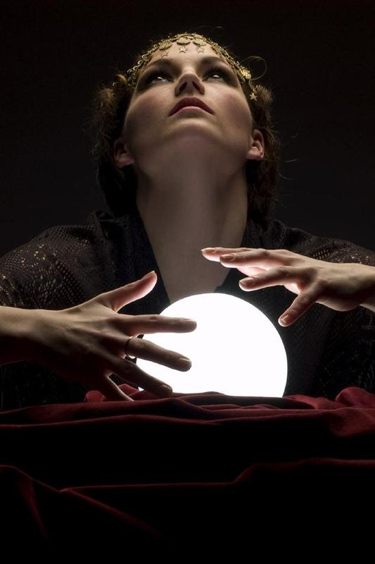 Authentic Salem Séance with Psychic Medium Yulia Applewood