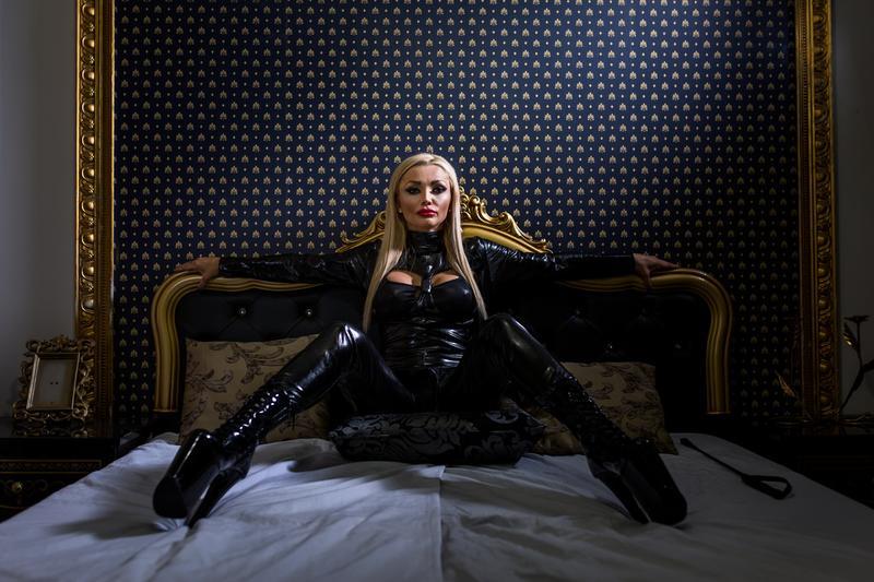Queen of Spades Presents: BLACK FRIDAY BASH