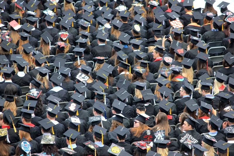 How to Earn Extra Income Part-Time for College Students