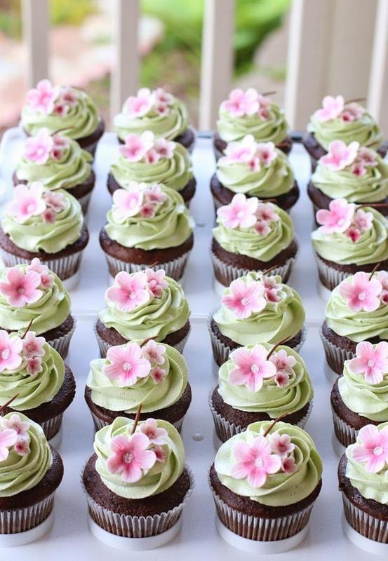 Georgetown Walking Tour: Cupcakes and Cherry Blossoms