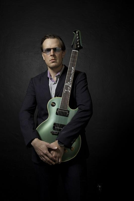 Joe Bonamassa Live In Easton