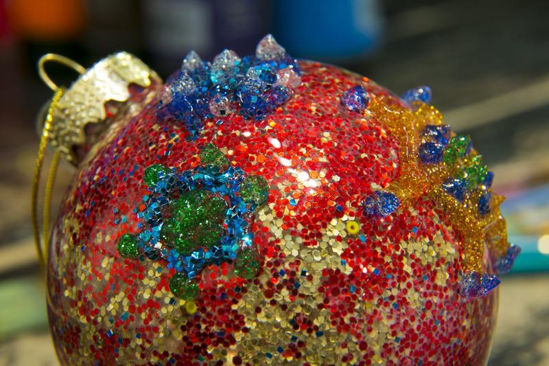 Keepsake Holiday Ornaments: A Family Workshop