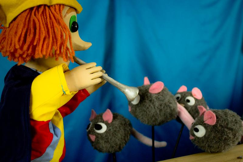 The Pied Piper of Hamelin by CactusHead Puppets
